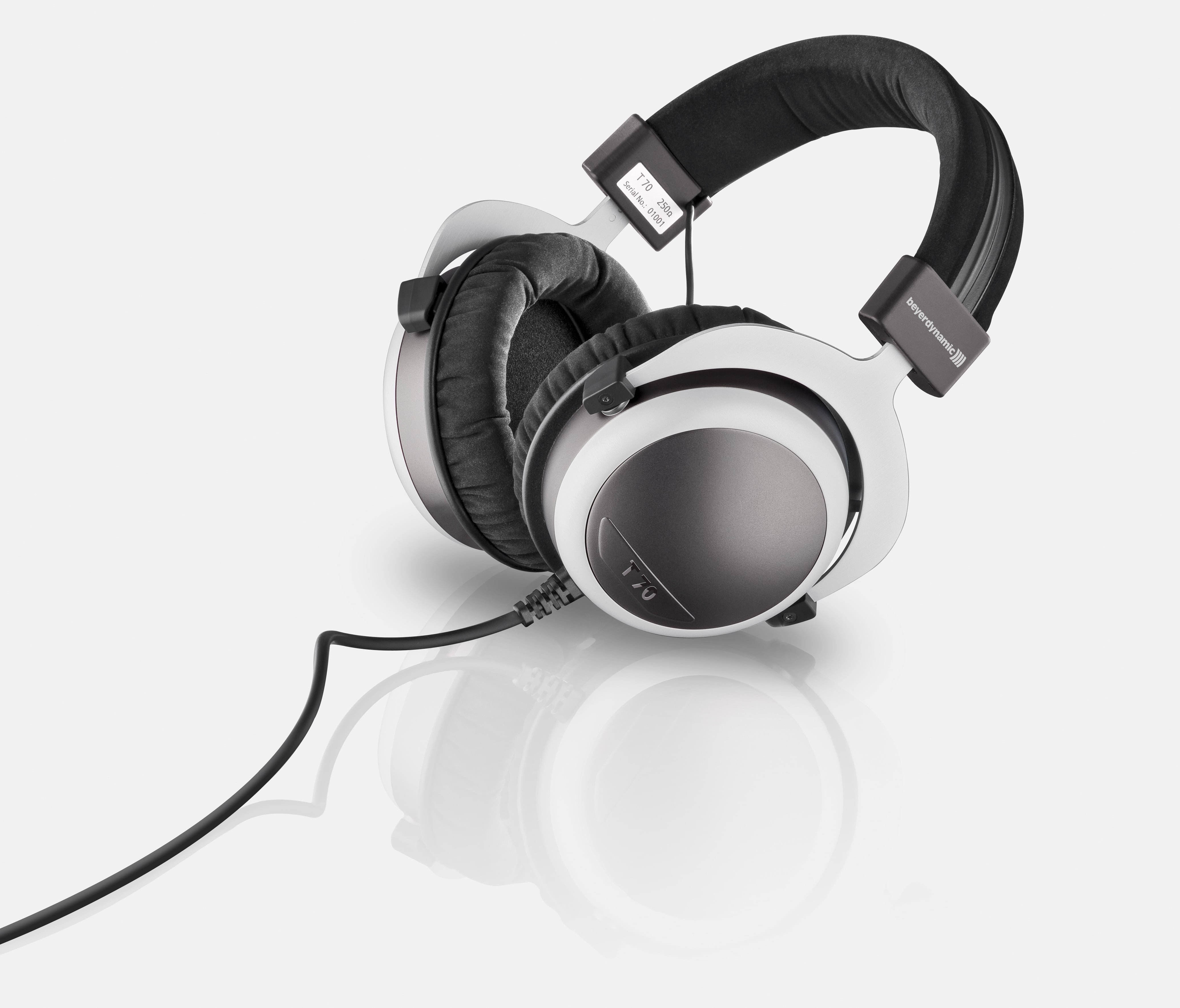 The T 70 and T 70 p headphones from beyerdynamic: Tesla ...