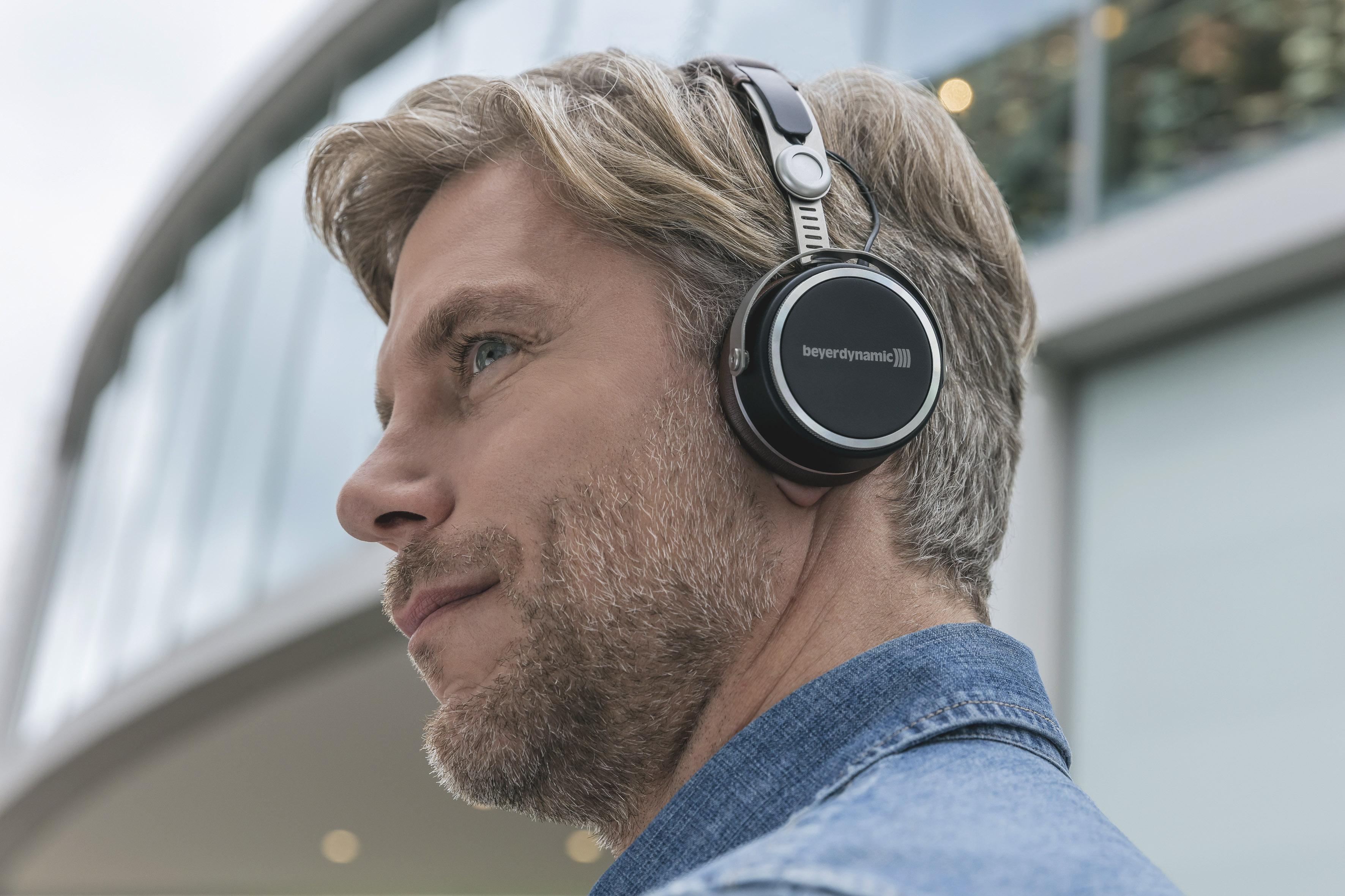 624dd22798e Aventho wireless enters a new headphones era